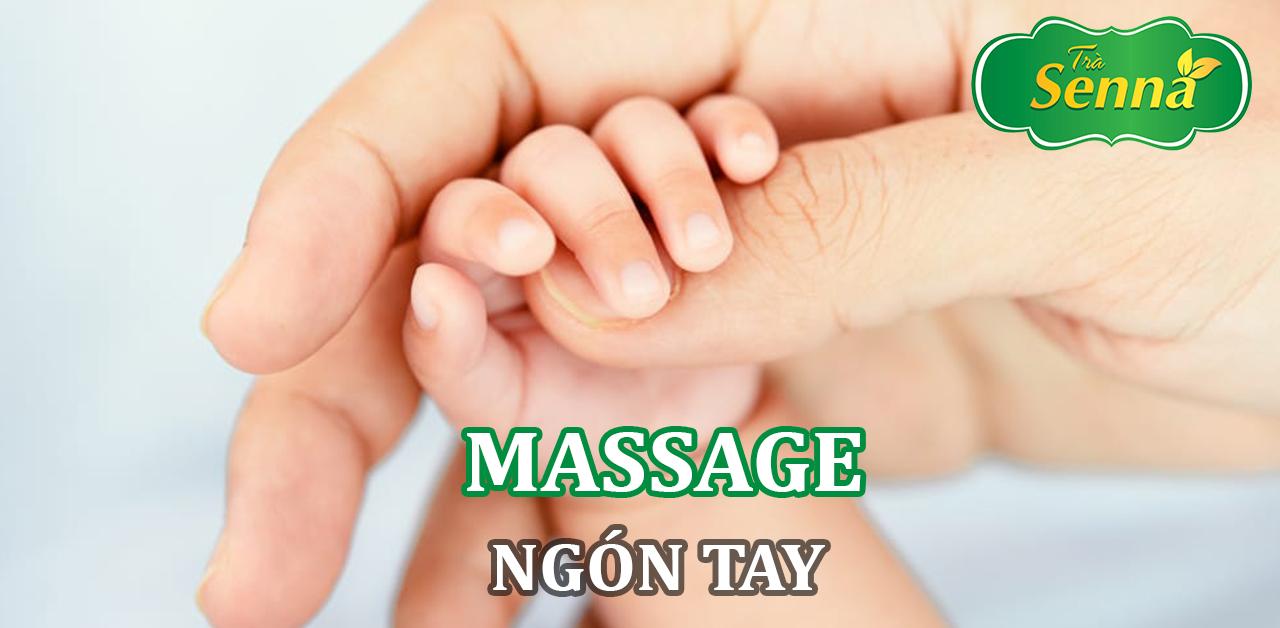 Massage ngón tay trẻ sơ sinh